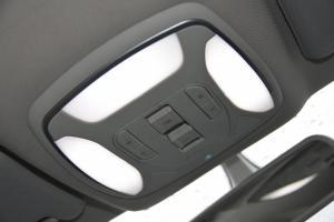 众泰Z700               前排车顶中央控制区