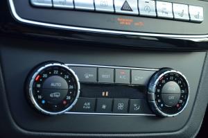 进口奔驰GLE级AMG运动SUV 中控台空调控制键