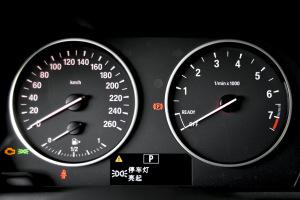 进口宝马2系运动旅行车 仪表盘背光显示