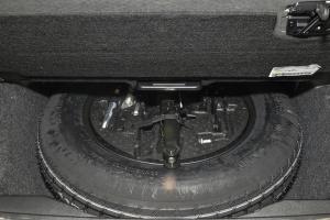 进口奔驰GL级 备胎