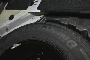 景逸X3备胎品牌