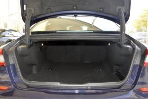 Quattroporte行李箱空间