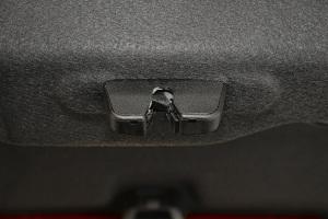 5082015款 1.8THP 自动 旗舰版 外观松木棕 内饰黑色