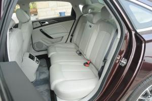 众泰Z700后排座椅图片