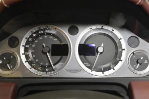 阿斯顿·马丁V8 Vantage 仪表