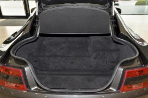 阿斯顿·马丁V8 Vantage 行李箱空间