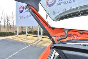 宝马2系旅行车              行李厢支撑杆