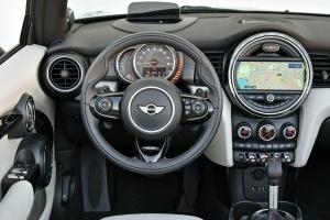 MINI CABRIO完整内饰(驾驶员位置)图片