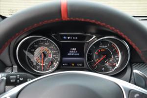 奔驰A级AMG仪表盘背光显示图片