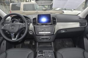 奔驰GLE级运动SUV(进口)完整内饰(中间位置)图片