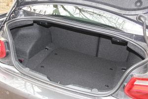 进口宝马M2 行李箱空间