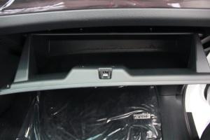 新大7 MPV              手套箱