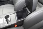 众泰T600               前排中央扶手箱空间