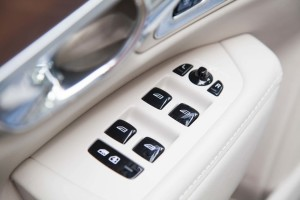 S90车窗升降键