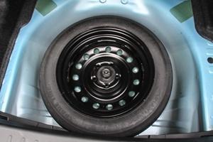 比亚�q�秦EV300 备胎