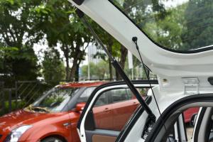 天语SX4两厢              行李厢支撑杆