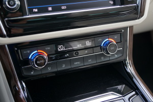 辉昂 中控台空调控制键