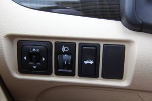 Z300外后视镜控制键