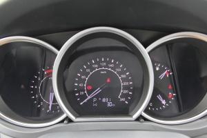 众泰Z500仪表盘背光显示图片