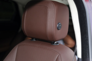 捷豹XFL驾驶员头枕图片