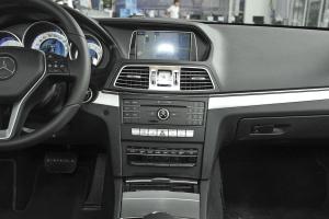 奔驰E级(进口)中控台正面图片