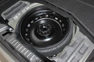 奔驰SLC级备胎图片