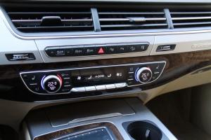 Q7中控台空调控制键