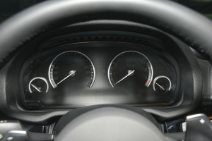 宝马X4仪表盘图片