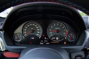 宝马M42016款 宝马M4 3.0T 自动双门轿跑车 竞速限量版图片