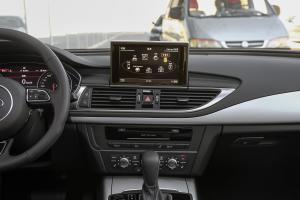 奥迪A7中控台正面图片