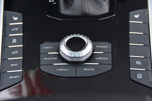 VV7中控台音响控制键