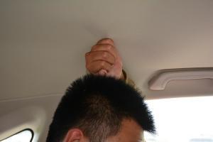 比亚迪S7后排头部空间体验图片
