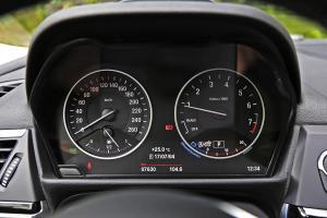 宝马1系仪表盘图片