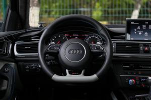 奥迪RS 6方向盘图片