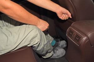 英菲尼迪QX50后排腿部空间体验图片
