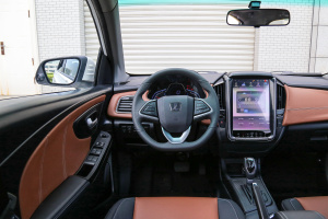 U5 SUV驾驶位区域