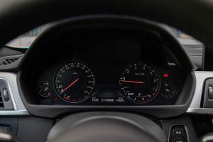 宝马4系仪表盘图片
