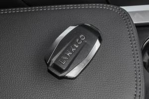 012018款 领克01 2.0T 手自一体 两驱 型黑Pro