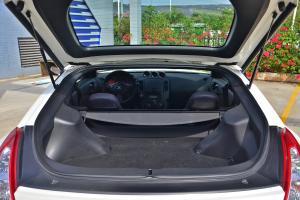 日产370Z后排头部空间体验图片