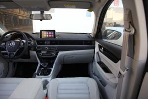 景逸S50副驾驶位区域