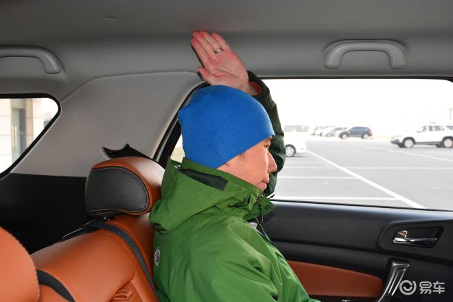 长安欧尚CX70长安欧尚CX70后排头部空间体验