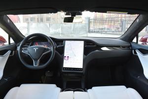 Model S前排