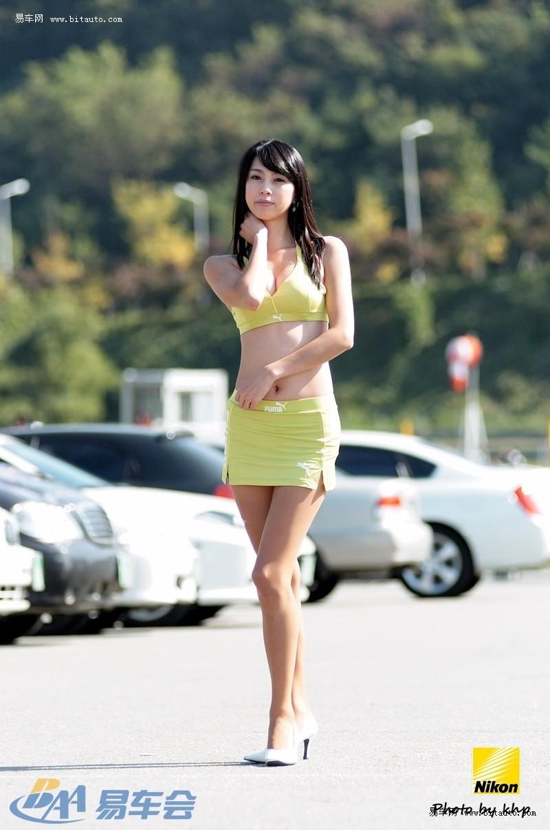 韩国闷骚车模室外写真体检美女照片图片