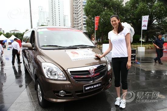 福田汽车的巡展活动亲眼见到薛明,我感到非常惊喜,希望福田汽高清图片