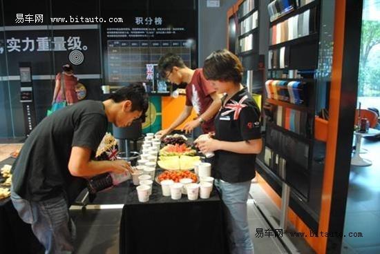 宝马mini汽车.此次活动是由扬州信宝行mini城市展厅主办的一高清图片