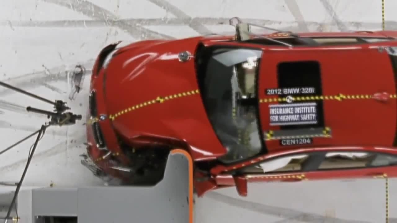2012款宝马3系IIHS 25%正面重叠碰撞