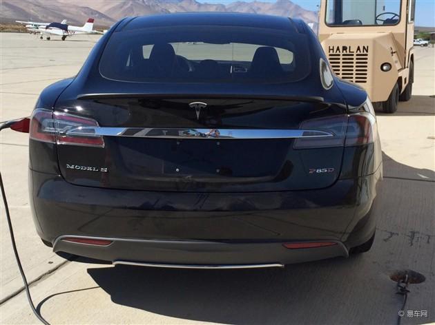 北美拍到疑似特斯拉Model S P85D原型车