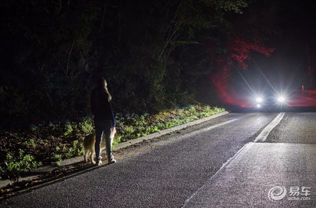 福特最新大灯技术 可提醒前方行人/动物