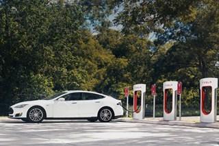 2017年起订特斯拉需付费使用超级充电站