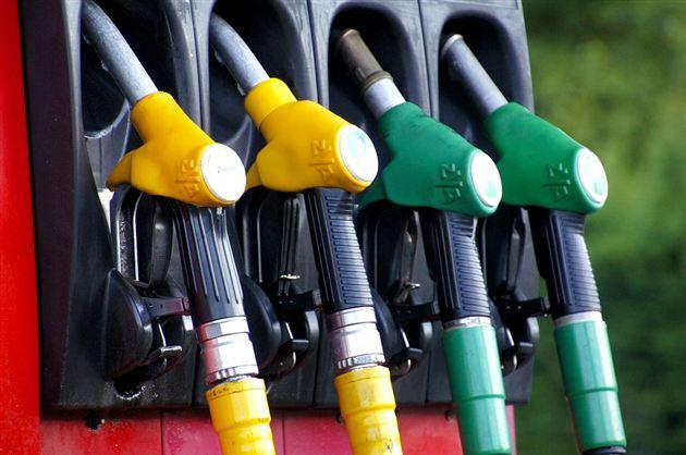 油价4月12日24时上调 汽油涨0.16元/升